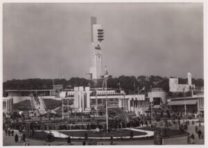 Black & white photo of 1938 Empire Exhibition with Tait Tower in centre.